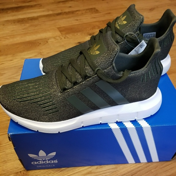 le adidas swift run poshmark
